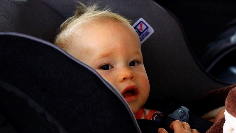 多少次車禍,大人輕傷、小孩卻死亡...!買汽車安全座椅前,一定要看過「這兩個網站」