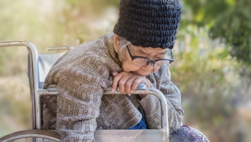 他天天為失智媽煮3餐,韓國65歲阿伯部落客:即將奔向70歲,我不得不思考起「老人自殺」的問題