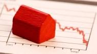 看懂「買股」和「買房」的8大差別!一張圖認清:不論自住或投資,房子終將成為「負債」