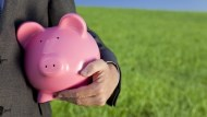 年年拿新iPhone、出國玩!25K碩士生的「無痛存錢法」:每天只要存10元...
