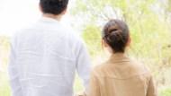 夾心世代的悲歌》父母年紀大,還有一對雙胞胎要養...36歲獨生女:老公要我辭職,我怎麼敢?