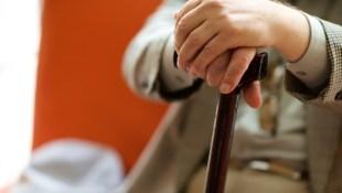 從一個執拗老人身上看到,讓自己不孤單老死的3防線:除了保險、照護資源