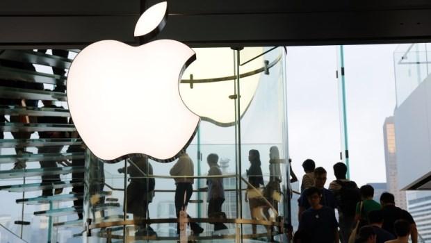 市值破兆、股價站上200大關!除了「高價」手機,讓蘋果躺著賺的還有「這項服務」
