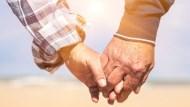 「熟年離婚」慘淪下流老人!婚前就該和另一半做好準備:不被婚姻拖垮經濟的3防備