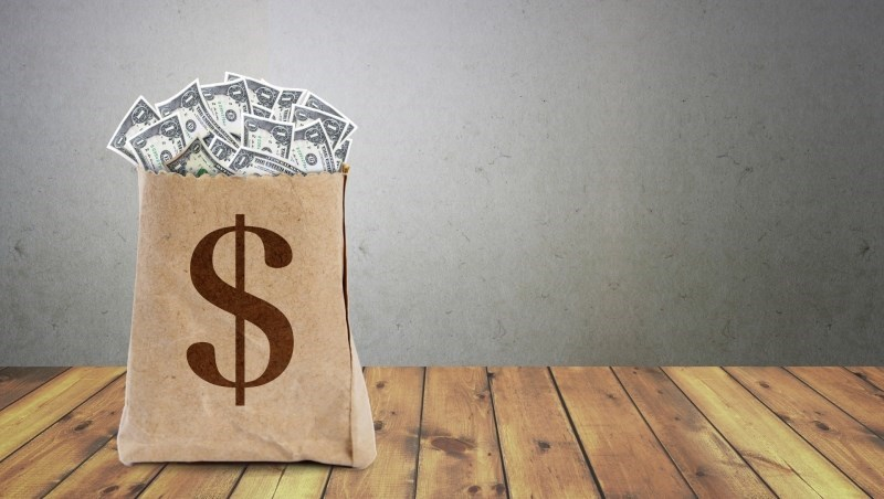 一發薪就該拿去存的5檔金融股!大戶、散戶都適存,該選公股或民股賺更多?