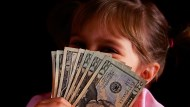 阿媽當年送大孫10張「這檔股票」,抱20年可累積近5千萬,存股達人含恨:好股票千萬賣不得!