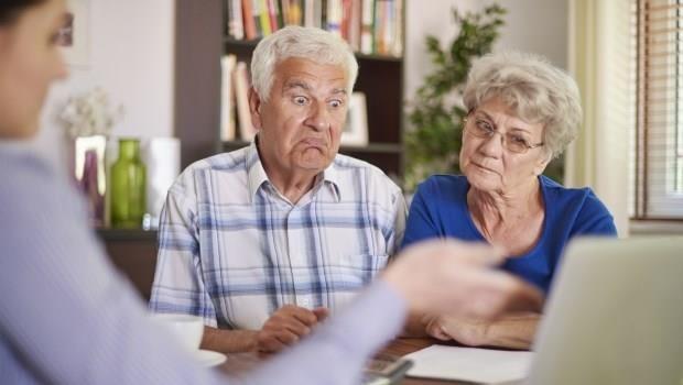 癌症後把房子過戶給大兒子,兒子卻反悔不扶養,70歲媽媽向律師訴苦:說好的照顧我餘生呢?