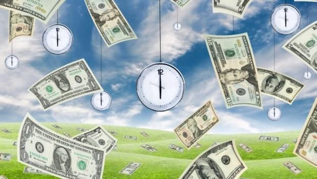 平平都是一天24小時,為什麼他們富有你窮忙?人生勝利組都用「人生時薪思考」