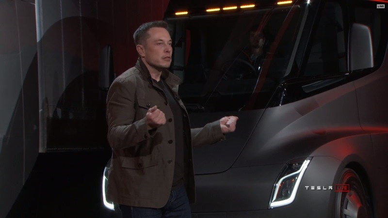 馬斯克:特斯拉今年底能全自動駕駛 明年底睡著開車也行