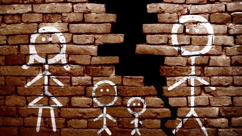 媽媽說房子留給兄弟一人一間,為什麼弟弟只分到半間?財產是禮物,弄不好卻變成家庭官司的導火線...
