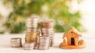 存款200萬,你會選擇投資房地產還是股票?理財部落客公開一張表揭潛在風險