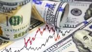 標普500季飆13%!股票基金仍失血、錢潮湧入債券基金