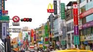 〈清明連假受惠〉遠百、京站入館人次衝高 拉母親節前哨業績