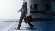 面對公司的減薪裁員,除了委屈外,你還可以主動出擊做這件事…