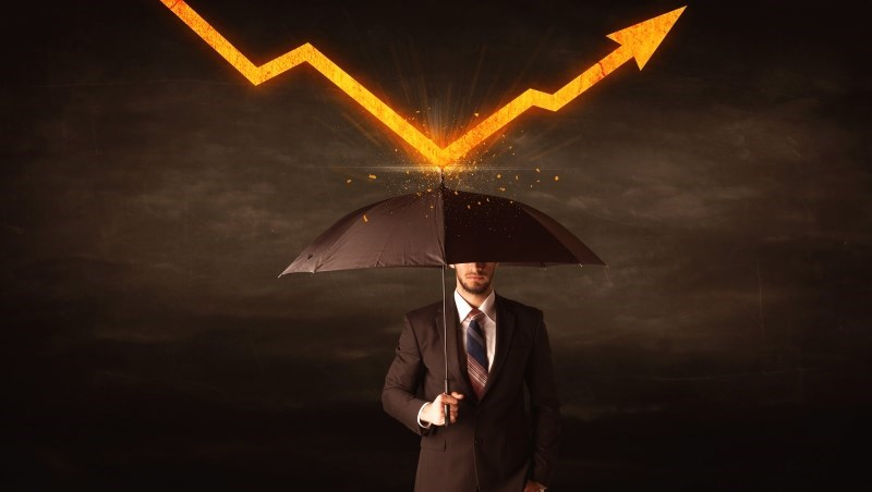 跟理專太好很危險!前銀行主管:理財靠自己,不想選股就傻買這「兩檔」