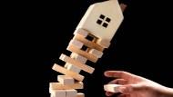 「有錢任性,沒錢認命」房價為什麼降不下來,房產達人一語道破真相...