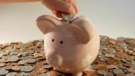 收入傻存銀行,就是讓錢砍半…再咬牙都要分配收入,用「712比例」這樣滾金蛋!