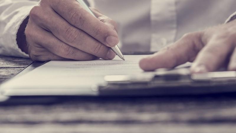 懶人必看》怕保險費忘記繳?資深保經:選「轉帳或信用卡」繳費,保險公司才有催告義務
