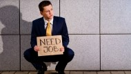 別再說旅平險沒用了!一場員工旅遊讓他中風失明,失業後全靠保險撐家庭
