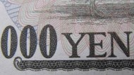 日本10年債殖利率創3年低;日圓飆至105、日經摔470點
