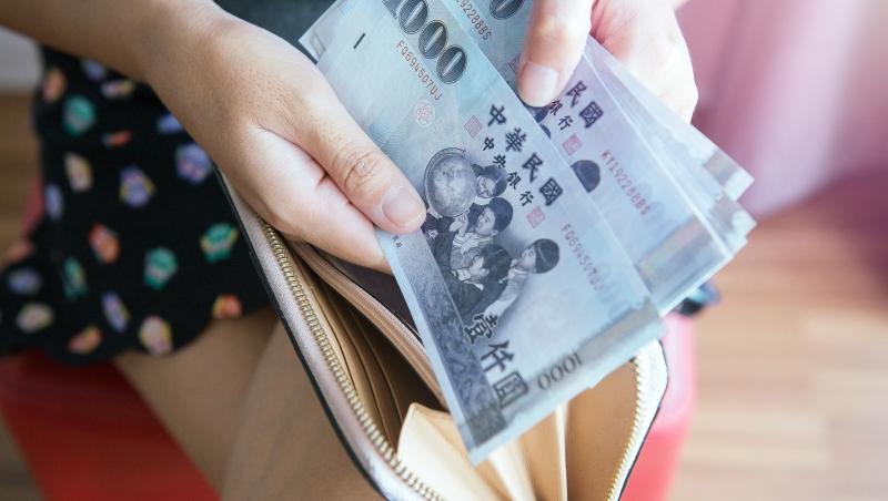 痛!台灣年輕人消費信貸七年來平均每人增11萬元