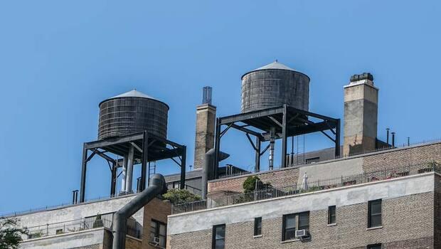 水塔故事多,居民為何飲用「垃圾水」?專家教你水塔清洗原則!