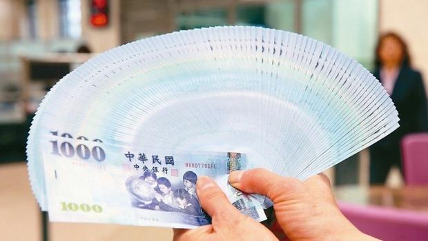 最高年息喊到2%!台幣高利活儲開戰,一表掌握銀行最新方案
