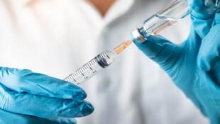 國內疫情升溫,防疫+疫苗險怎麼買?2張圖一次搞懂