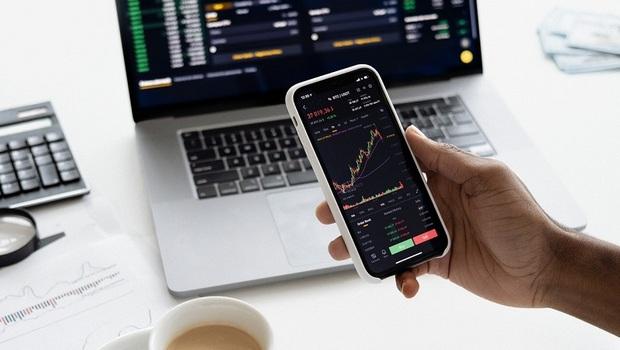 小資族買股,定期定額還是單筆投資賺得多?1張表直接算給你看!