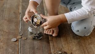 其實孩子比你想像的還想知道理財知識!利用5W,從生活中培養孩子金錢觀