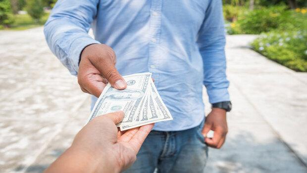 借錢,你該有的體悟:請在「對方不還也不會心痛」的前提下借…