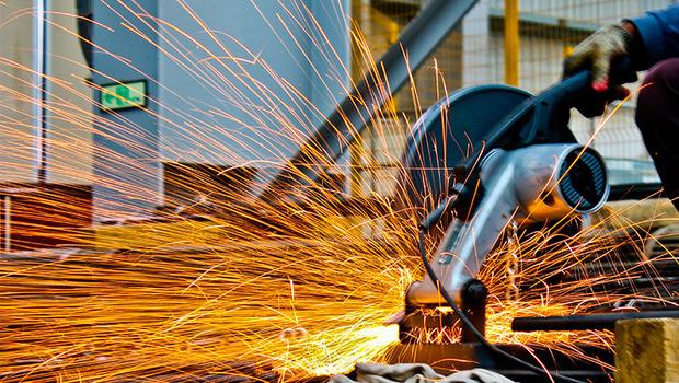 Q4旺季+關稅政策、供需吃緊2利多,鋼鐵股8月稅前淨利年增75%,外資12連買