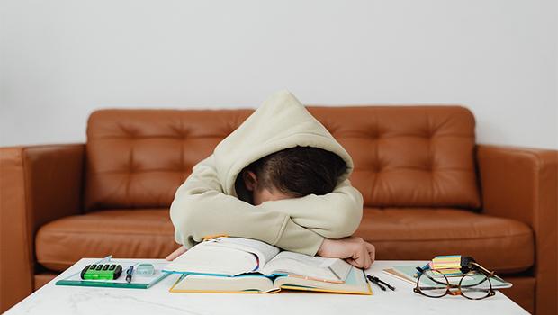整天忙著衝刺事業、照顧家庭,有多久沒照顧自己了?簡單12問,看出你是否有過勞傾向