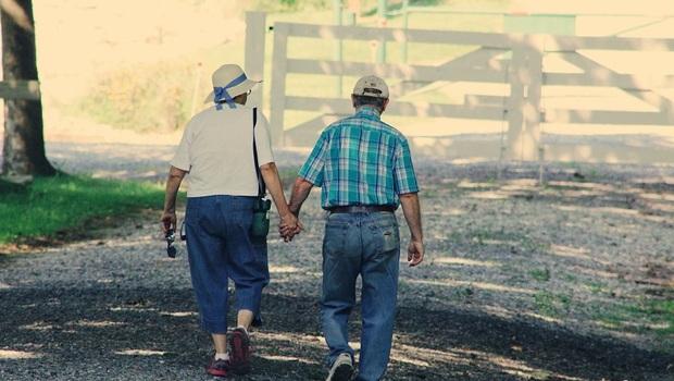 長輩不愛出門是天性?大錯特錯!「宅老人」是心理因素,他們需要的其實是這些關心