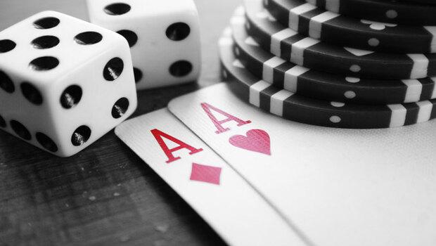 股市和賭桌一樣充滿幻術…德州撲克職業選手:在目標價位出現前,所有漲跌都是雜音