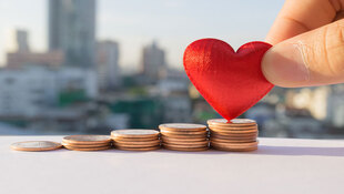 年收入215萬是幸福度的最高極限?研究發現:比起收入增加,這些事帶來的幸福度更高