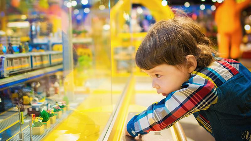 孩子哭鬧著要買東西,怎麼辦?理財媽媽馬哈:不妥協,才能趁機開啟親子之間的金錢對話