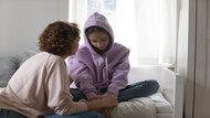 孩子的叛逆言行,有可能是求救的訊號...資深心理諮詢師:在訓斥孩子前,先學會傾聽他們的感受