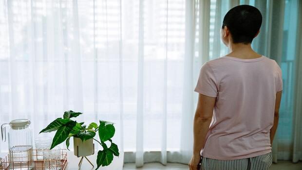「有些事真的是遇到才知道... 」媽媽癌症治療費1個月8萬元,這2張保險守住他的家