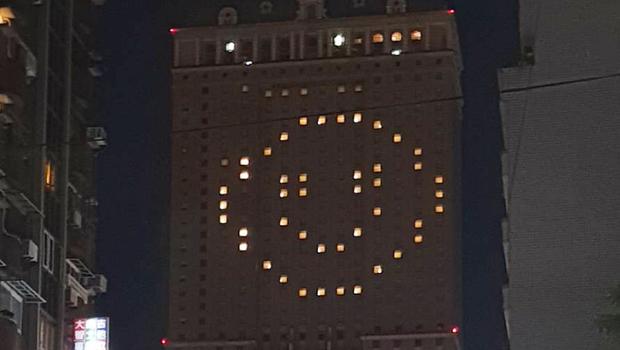 慶祝零確診,漢來大飯店「愛心」亮燈變「笑臉」