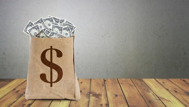 退休音樂人賣房買多張「保本」保單,全因聽信理專…理財如過平交道,「停看聽」很重要!