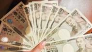 日本直升機撒錢來了?政界呼籲發放國民10萬日圓現金