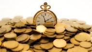 想靠股市賺錢,該找飆股還是長期投資