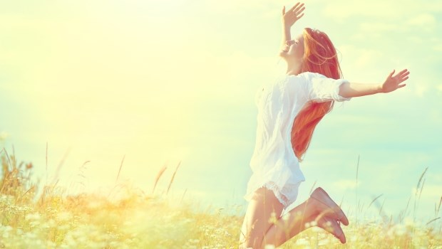 穿戴名牌、住豪宅才是幸福?練習每次專注在最重要的1~2個目標上,極簡生活也能活得有錢、有閒…