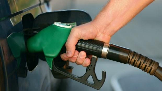 原油價格一夕暴跌!創波灣戰爭以來最大跌幅,國際油市發生什麼事?