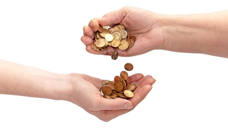 賣出持股繳保費、股市賠錢就改買儲蓄險…理財專家:同筆資金不斷「大挪移」,資產怎能有效增長?