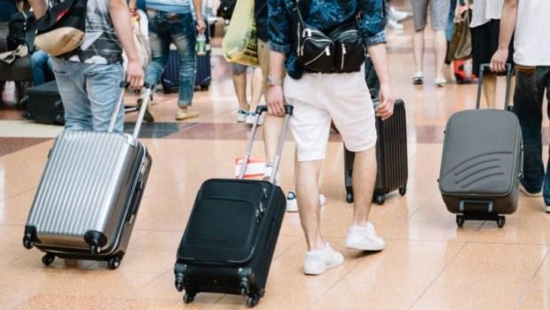 跟團旅遊,旅行社幫忙保的保險夠用嗎?專家:突發的疾病醫療還是要自己買