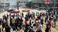 示威衝擊!8月赴港遊客大減40%、旅館入住率腰斬