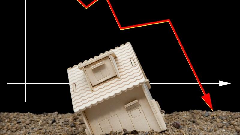 疫情3級警戒,房仲不能帶看房!房價會跌嗎?2關鍵因素分析