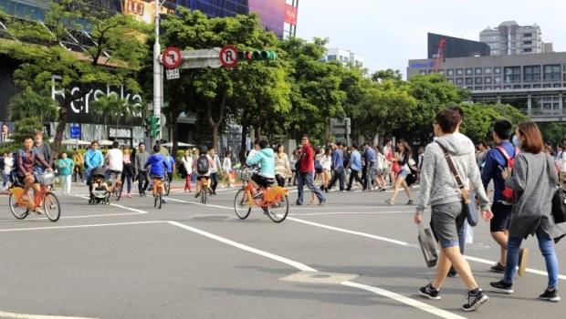 「我終於還清房貸,然後住進養老院...」解析台灣年輕人為何容易負債?